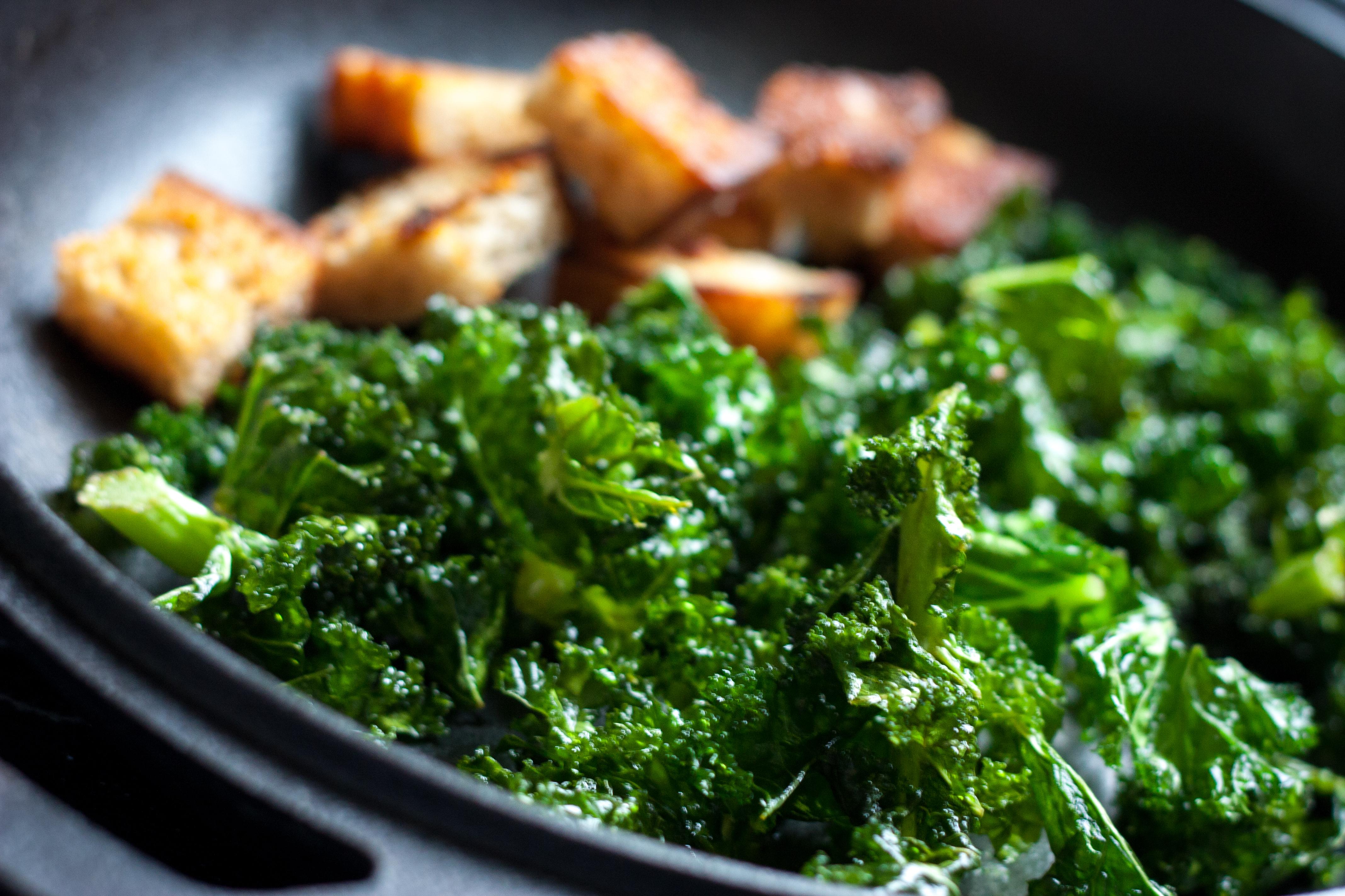 Salatka Z Jarmuzem I Cieplymi Grzankami Food To Warm The Soul
